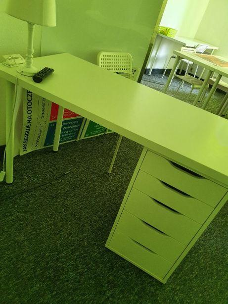 Białe biurko z szafką Ikea