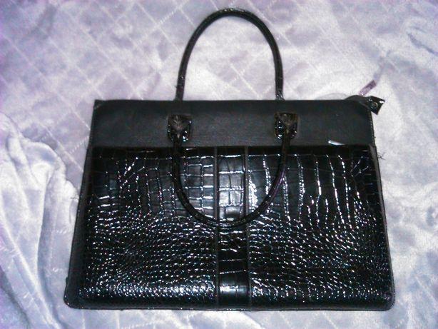 черная большая женская сумка DELORIS в деловом стиле дипломат