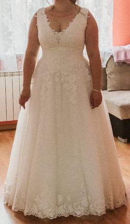 Suknia ślubna z salonu Mavi rozmiar 40/44 + welon