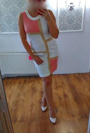 Sukienka biała z geometrycnym wzorem