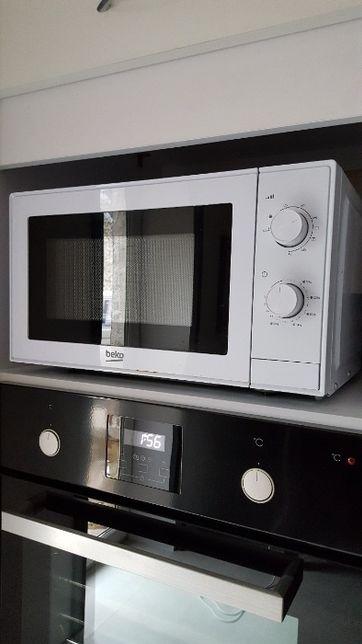 Kuchenka mikrofalowa Beko model mgc20100w jak nowa ! Polecam