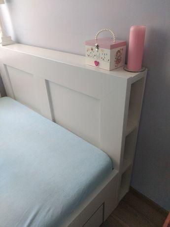 Łóżko do sypialni z półką