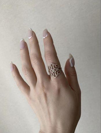 Золотое кольцо с фианитами 585 пробы, 16 размер
