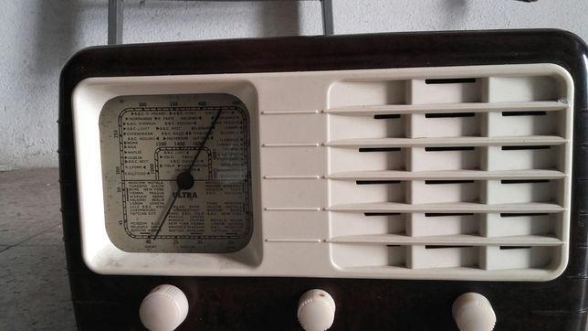Rádio antigo de valvulas