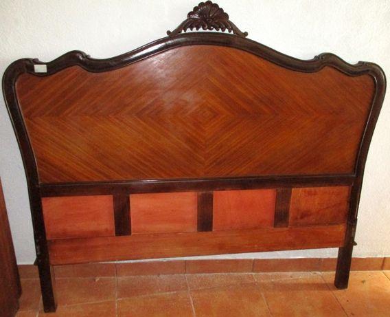 Cama de casal c/ mesas de cabeceira