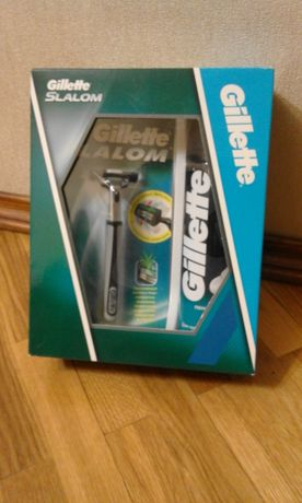 Недорого станок бритвенный Gillette в комплекте с пенкой