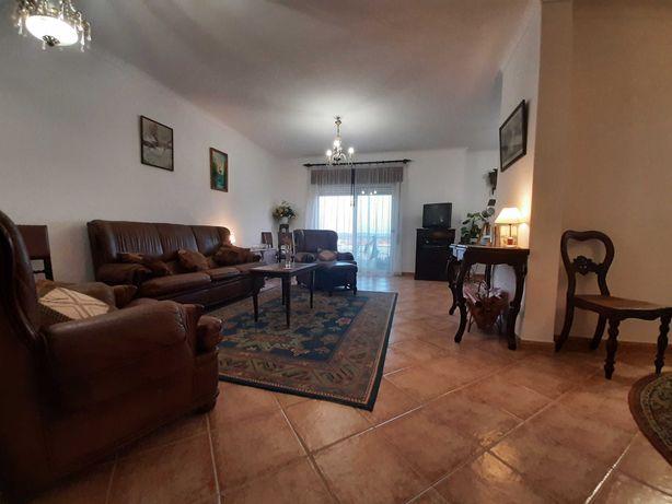 Aluga-se ao Ano Quarto em Casa Partilhada em Lagôa, Algarve