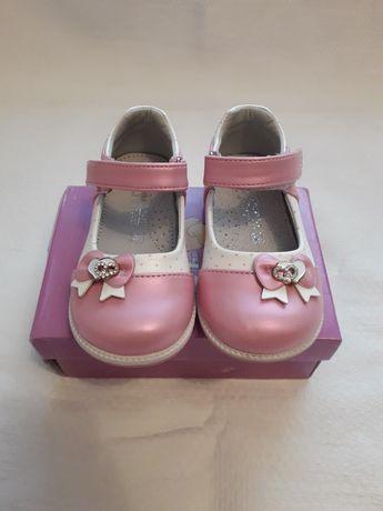 Продам туфельки на девочку,в отличном состоянии,23 размер