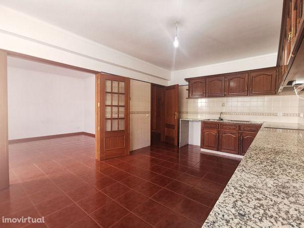 Apartamento T3 comVarandas, garagem e duas arrecadações