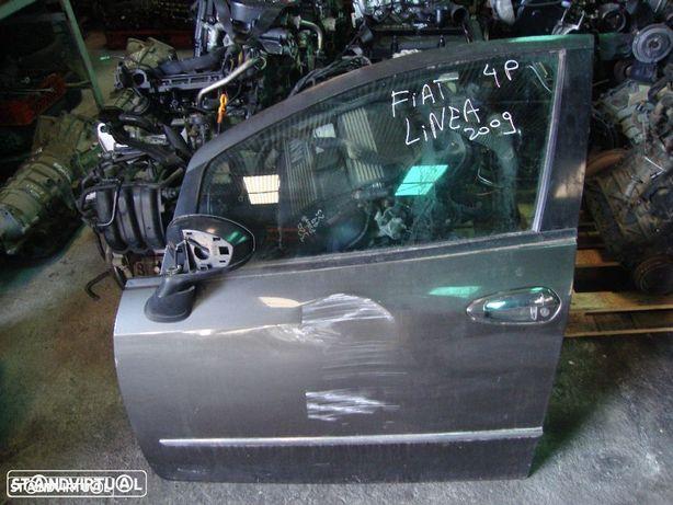 Porta Fiat Linea de 4 portas, frente esquerda