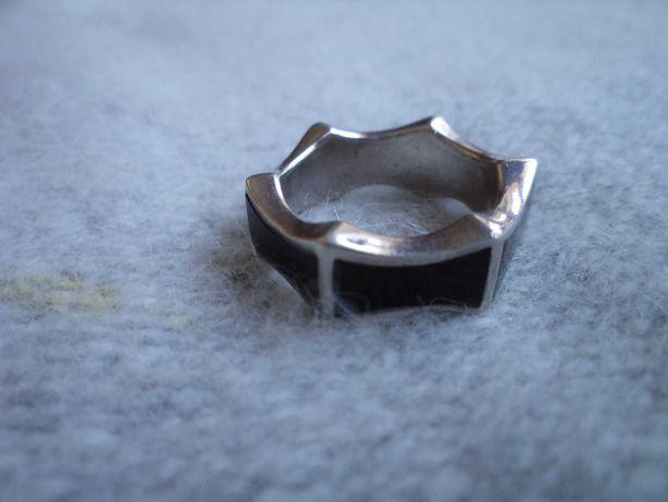 Pierścionek - obrączka - srebrny z czarną emalią r.11 (51)