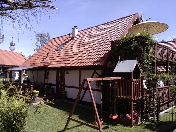 Urokliwy domek na Kaszubach z 2 apartamentami nad jeziorem dla 12 osób