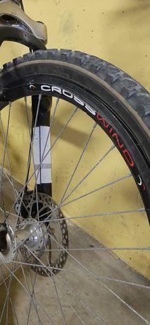 Bicicleta BTT/DOWNHILL c/travão de disco