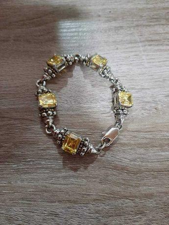 Várias pulseiras de senhora