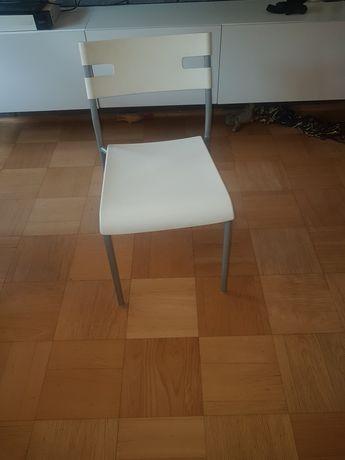 Krzesła- kolor biały