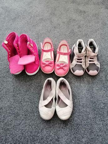Buty dla dziewczynki rozm. 25 i 26 Cztery pary za 70 zł.