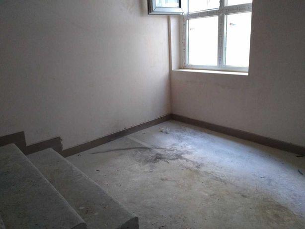 Продам квартиру-студию рядом метро Вырлица 841472грн