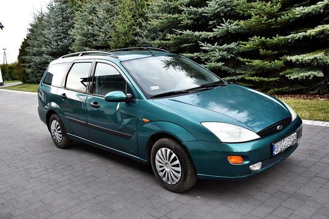 Ford Focus 1,8 benzyna zarejestrowany w PL długie opłaty.