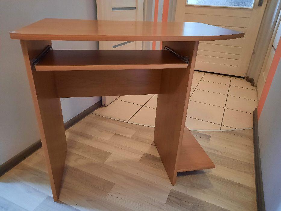 Biurko z wysuwaną półką na klawiaturę