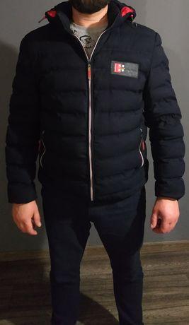 Мужская куртка, кроксы