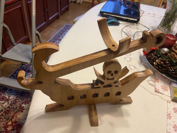 Stojak do wina drewniany - statek piratów