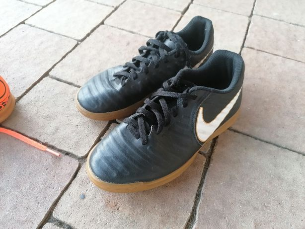 Halówki Nike r.34