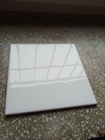 Białe kafelki ścienne - Cersanit