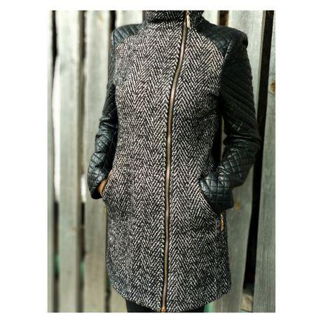 Осіннє пальто жіноче