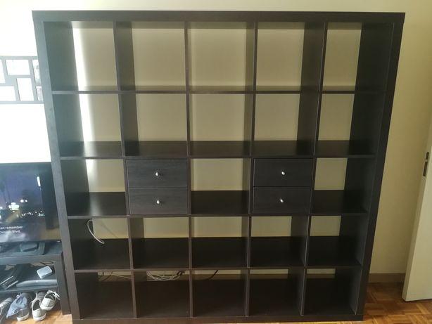 Kallax preta 5x5 com 2 módulos de gavetas e 3 cubos de plastico