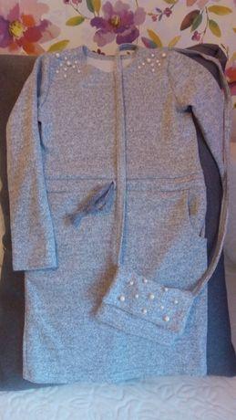 Стильное трикотажное платье с сумочкой