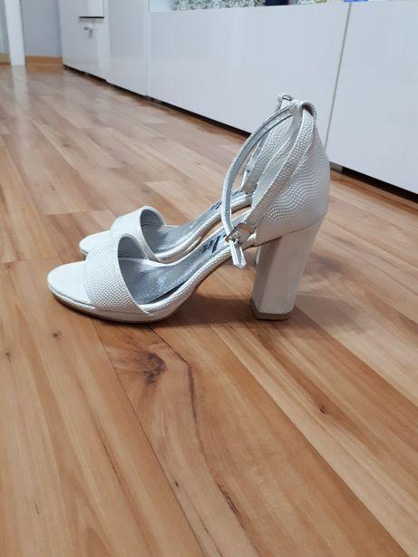 Sandalki biale NOWE r.36