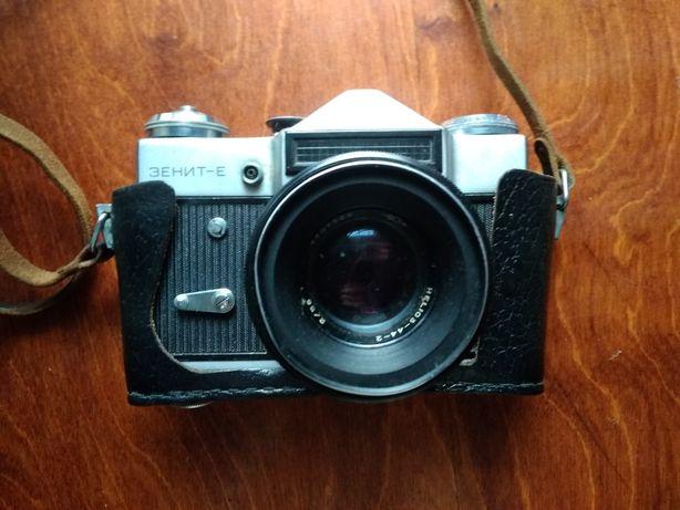 Дзеркальний фотоаппарат Зеніт Е