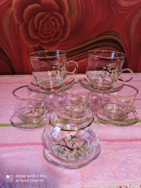 Чашки для чая, сахарница, стекло