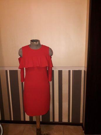 Оригинальное красное платье