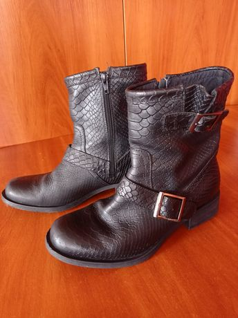 Ботинки кожаные черные с тиснением под рептилию