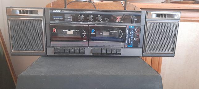 Stary radiomagnetofon dwukasetowy  UNISEF