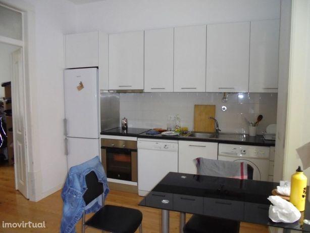 Apartamento T2, mobilado, junto ao Polo 1 (A06PL)