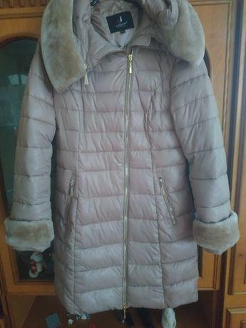 Жіноча куртка в чудовому стані