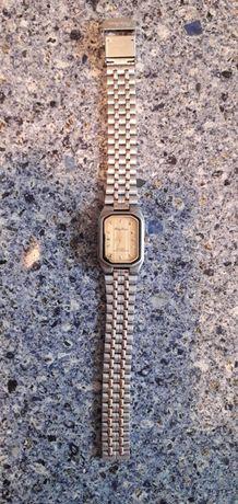 часы кварцевые 450 р