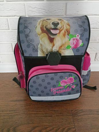 Tornister dla dziewczynki z motywem psa stan bardzo dobry.