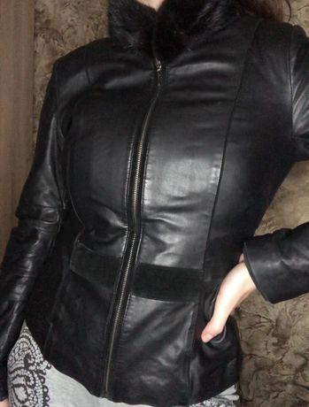Кожаная куртка с воротником из норки
