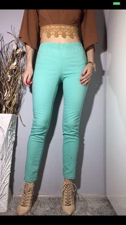Miętowe jegginsy spodnie na gumce Pieces 38/40