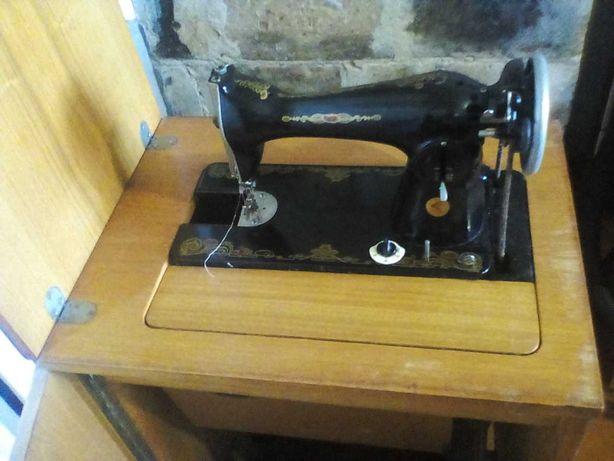 Продам швейную машинку Подольчанка 2М