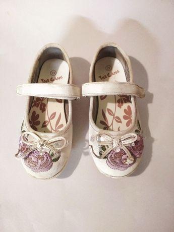 Мешти, туфлі,туфельки для дівчинки