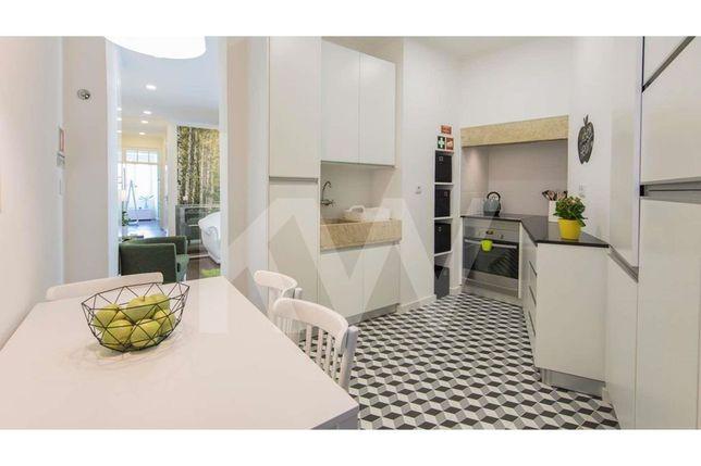 Apartamento T3 remodelado numa das principais ruas de Alfama, a 5 minu