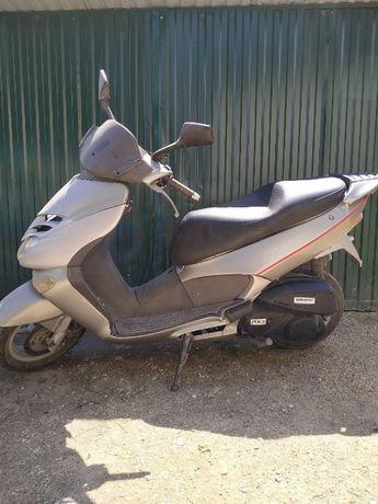 Продам скутер Aprilia leonardo 250