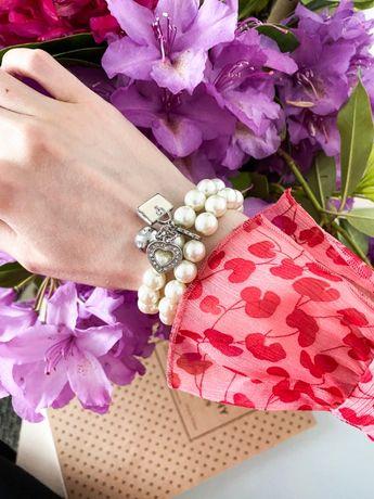 Przepiękna bransoletka z pereł z charmsami