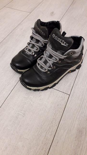 Кросівки зимні