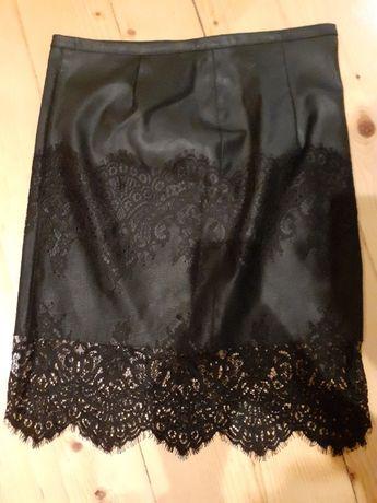 Skórzana spódniczka z koronką