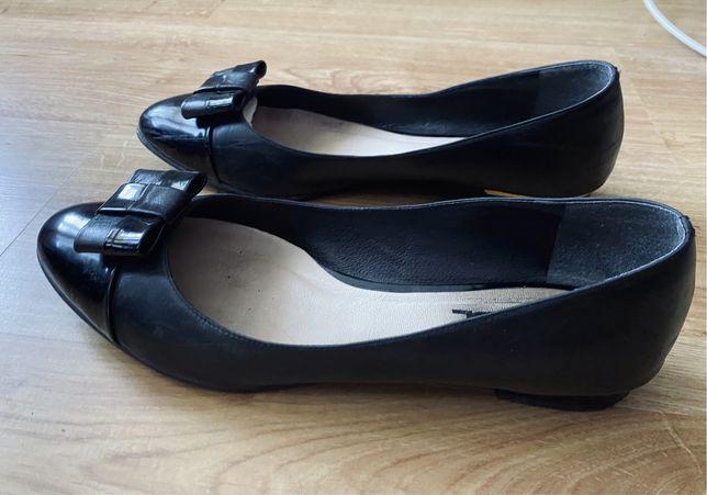 Czarne skórzane baleriny